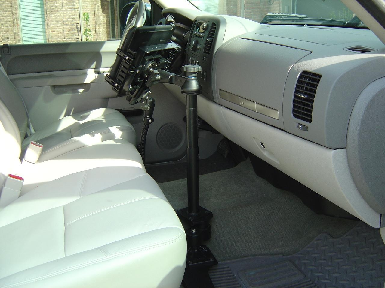 Used Chevy Avalanche >> IPad Mount in 2011 GMC Sierra Gallery Article