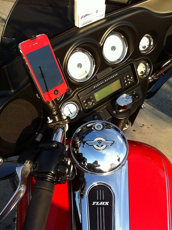 Magnetic Cell Phone Mount >> Red iPhone 4, Red Street Glide Gallery Article